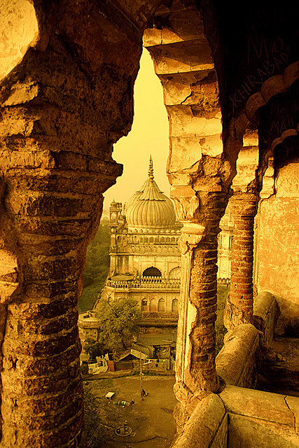 thedesidiaries:  Labyrinth, Lucknow, Uttar Pradesh, (INDIA) The construction of this mughal monument was done in 1784. This photo is taken from the top
