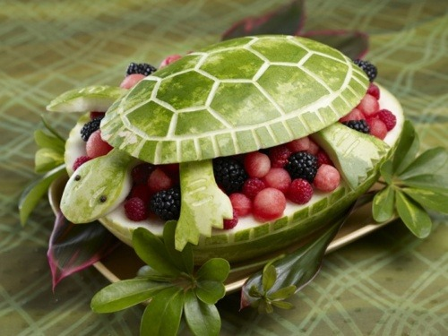 crossedwires:  tammy-degray:  [Image: A watermelon filled with berries and melon balls; the top is carved into a turtle.]  &turtles;