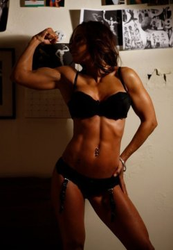 2fit-2quit:  (via Female Physique Motivation!!)  Fitspiration for sure. Amazing.