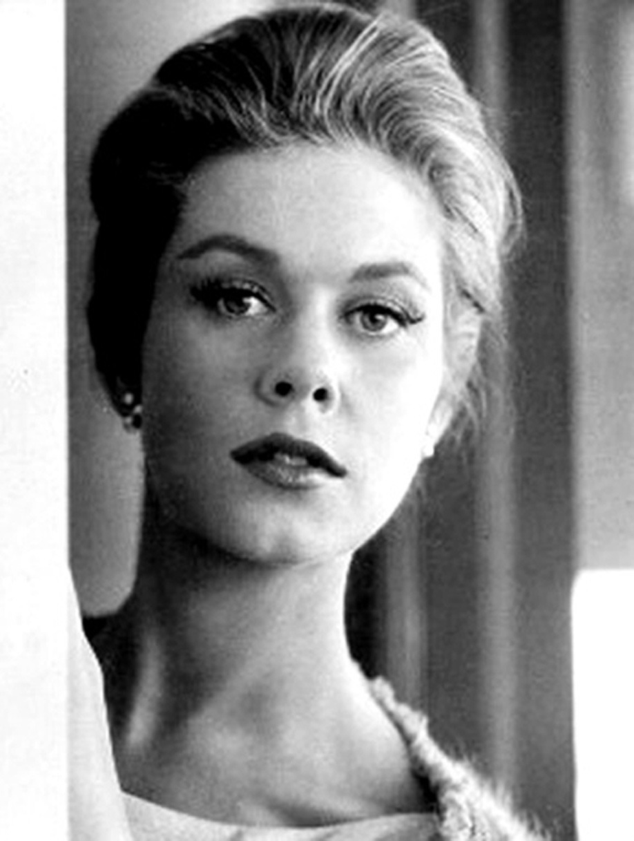 hollyhocksandtulips:  Elizabeth Montgomery  What a beautiful expression…