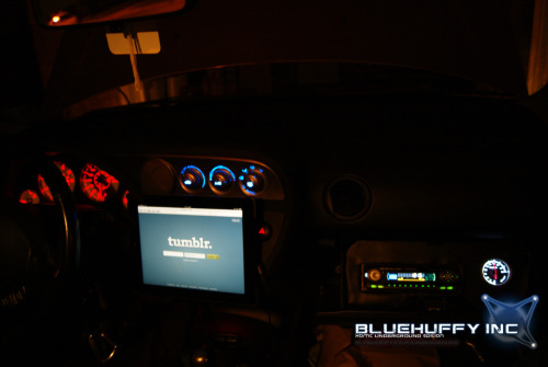 "monster-mariah:  INSTALLED AN iPAD 2 WI-FI + 3G INTO MY ACURA RSX  before I installed this, drive-thru personnel would always be like:""did someone steal your radio?"""