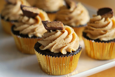 fetishforfood:  Chocolate Cupcakes w/ Peanut Butter Cream Cheese Frosting (by fakeginger) recipe here