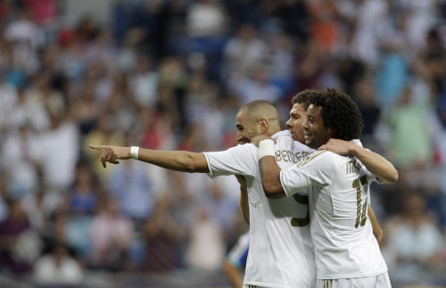 amistosa:  10 Sept. 2011: Xabi and Marcelo help Benzema celebrate his goal vs. Getafe.