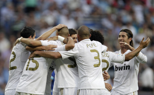 amistosa:  10 Sept. 2011: Real Madrid celebrates Benzema's first-half goal vs. Getafe.