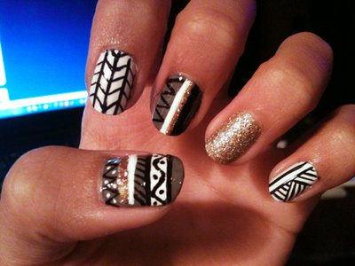 I really want to do this pattern on my nails.