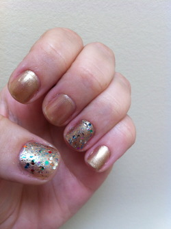Day 08: MetallicGold!My silver dollar polish probably would have been more accurate for this, but wasn't in the mood for silver nails. Sally Hansen, Gilty PleasureClaire's, Bedazzled