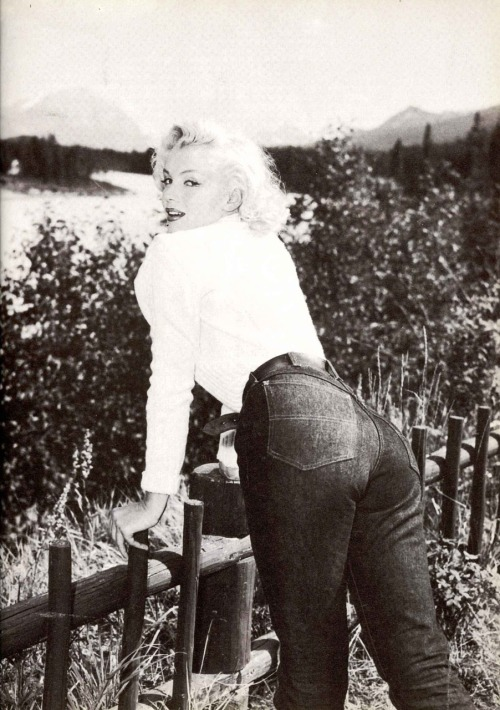 vintagegal:  Marilyn Monroe 1954