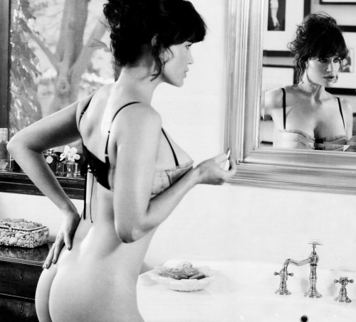 thingsthatexciteme:  Carla Gugino  FORTY-ONE AND A DIME.