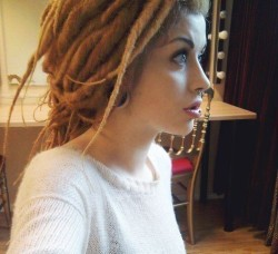 so pretty!! I love dreads on white ppl :))