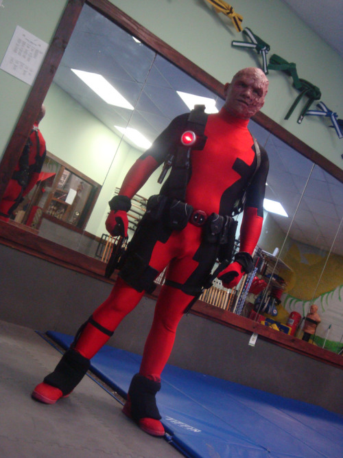 dalhiaboogieman:  haymuff:  Flawless Deadpool cosplay
