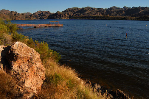 arizonadreaming:  Saguaro Lake.  One of the happiest places on earth… Im not kidding its not arizona unless u kick it on the dock at saquaro lake all night..