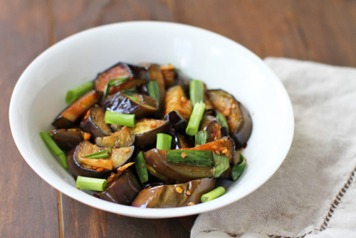 prettybalanced:  Chinese Sauteed Eggplant  click photo for recipe. this would be a badass side dish, or add tempeh/tofu for mealtime!