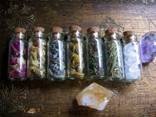 Left to right: rose petals, jasmine, lavender, chamomile, maiden hair, rosemary and sea salt
