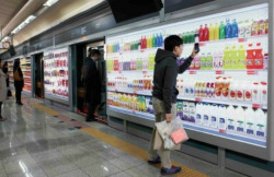 underpaidgenius:  tl81:  Killing time at a Korean subway station - shopping at the virtual supermarket by scanning billboards with a smartphone. (via Subway Platform Supermarket — The Pop-Up City)   related Tesco virtual supermarket in a subway station (therestofthepiecesofmylife.wordpress.com)