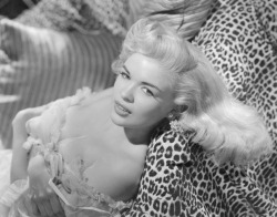 d3dk0w:  babyblue111:   Jayne Mansfield.    geesh those genes in that family.  hotness.  yes I'm talking about you Mariska Hargitay.