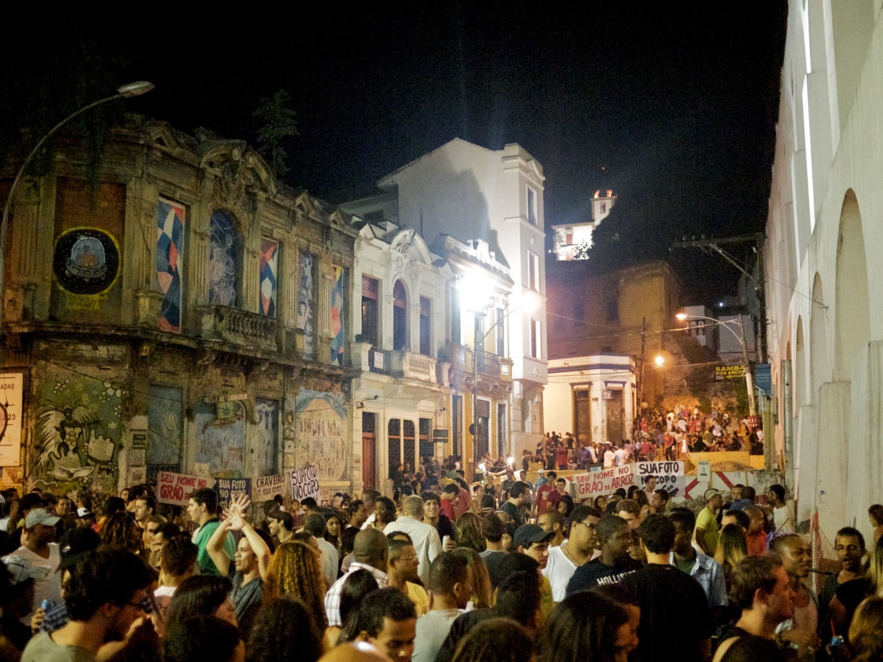 Lapa. 3am, Friday night.