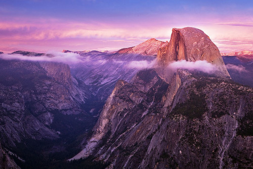 prevums:  Halfway To Heaven (Yosemite Half Dome Sunset) by Stephen Oachs (ApertureAcademy.com) on Flickr.