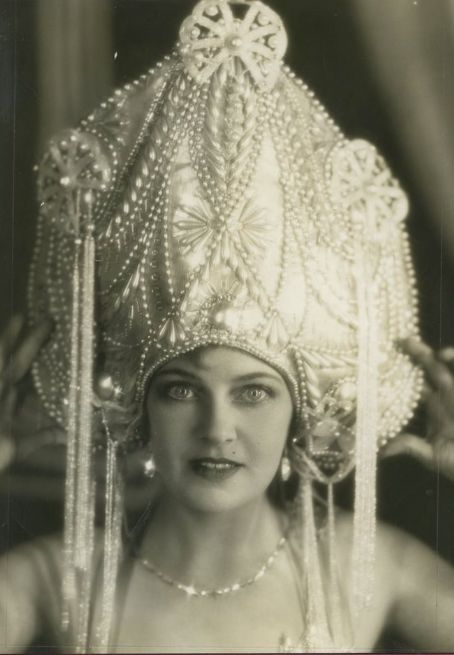 Olga Baclanova and her awesome headdress