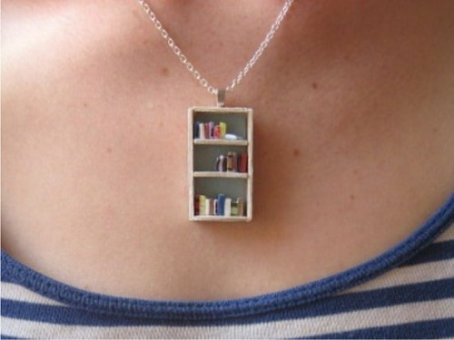 joyousgard:  bookshelf necklace   Adorable!