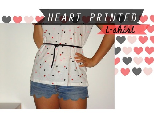 scissorsandthread:  Heart Printed Tshirt | Internodiciotto You know when you see something and you think, 'oh my gosh why didn't I think of that?'. This is such a cute idea - a plain tshirt, some fabric paint and a stamp and you've got your own printed top! You can make your stamp (look through my older posts for tutorials) or try the very sweet and cheap stamps from Nora Jane. I would love a feather stamped tee!