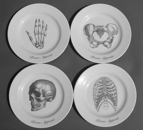 skin-and-beautiful-bones:  I really want these plates.