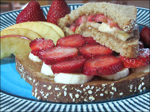 Happy Meatless Monday! How about a nummy almond butter, strawberry and banana sandwich for lunch today? ;)