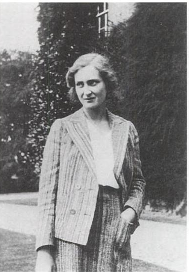 Laura Herbert at the time of her engagement to Evelyn Waugh. (Private collection)