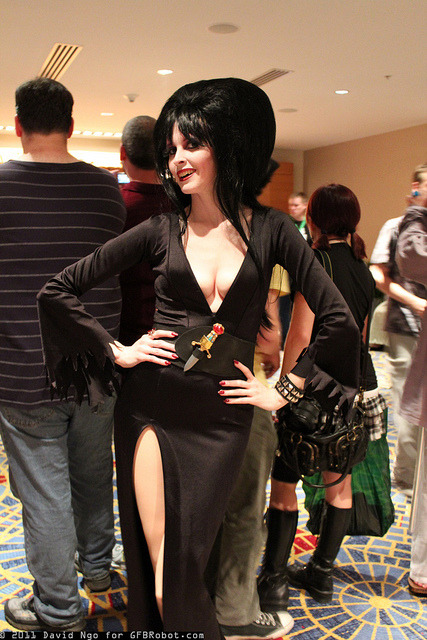 captainsblog1701:  Elvira Cosplay