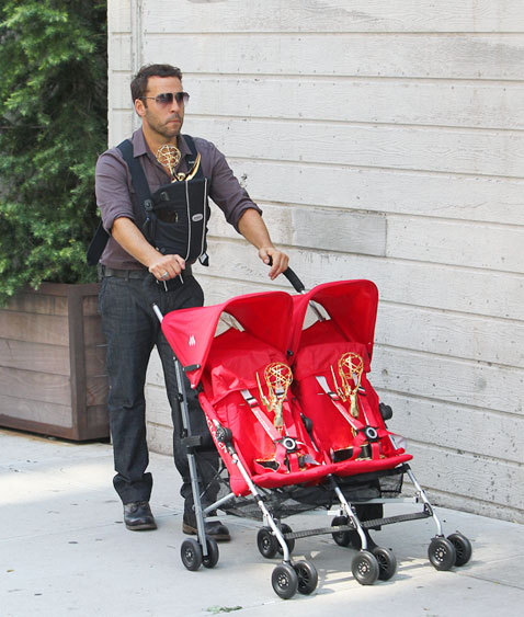 popculturebrain:  Jeremy Piven Takes His Emmys Out On A Walk | BWE.tv There must be some reason behind this, but come on, if you had Emmys you'd probably do the same.