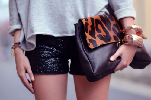 { animal print … } still loving subtle touches of leopard …still loving the simple glamour of this outfit. Change the shorts for long skirts or pants and this beautiful summer outfit becomes perfect for fall.