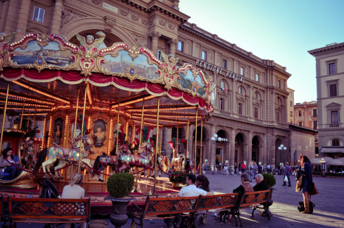 Carousel in a Florentine piazza, May 2011