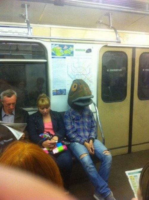 Pendant ce temps dans le métro…. Meanwhile in subway…
