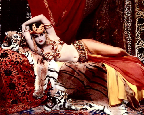 hollyhocksandtulips:  Marilyn Monroe as Theda Bara Photo by Richard Avedon