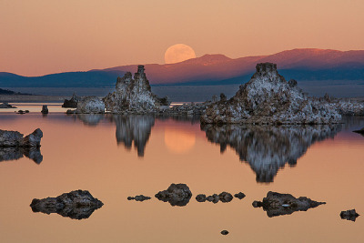 beautifulurself:  Mono Lake Moonrise (Re-edit) by Jeffrey Sullivan on Flickr.