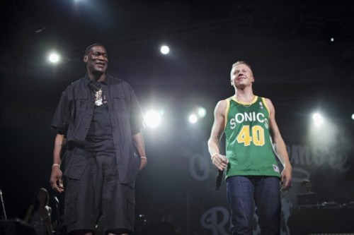 .@Macklemore and Shawn Kemp at his 10,000 people in attendance concert at KEY ARENA!  @Sonicsgate Seattle needed this and from what I heard it was a show to not forget anytime soon. Check out Macklemores entrance to Key Arena below along with his tribute to Dave Niehaus as well.