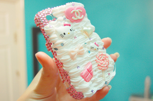"lovesickx:  ""Whipped cream"" deco case! To request your own, message me :)"