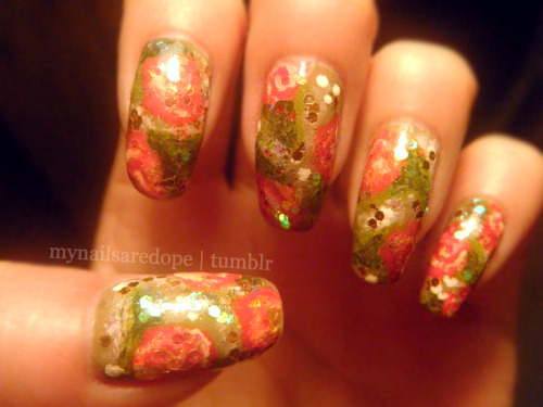 mynailsaredope:  About a week late, better late than never. I wish my camera could catch the sparkle that these nails got in person. (Sparkles like this)