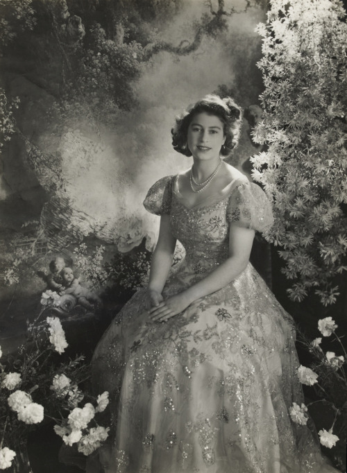 carolathhabsburg:  Queen Elisabeth II as a princess by Cecil Beaton. 1945