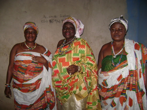 my grandmother  is the queen-mother in the middle