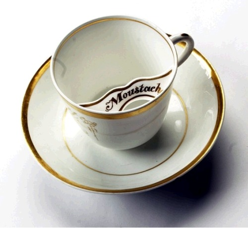43puestasdesol:  teacup with moustache-protection.