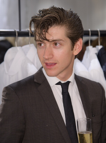 earlysunsetsovermonroeville:  Alex Turner attends the launch of Spencer Hart's flagship store in Mount Street at Spencer Hart store on September 13, 2011 in London, England.  OMG ¡ como haz crecido alex <3