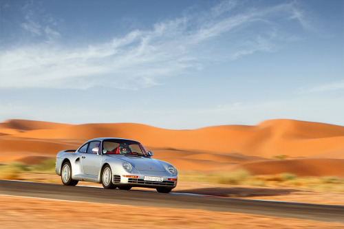 gearheadsandmonkeywrenches:  The Desert Fox. Porsche 959.