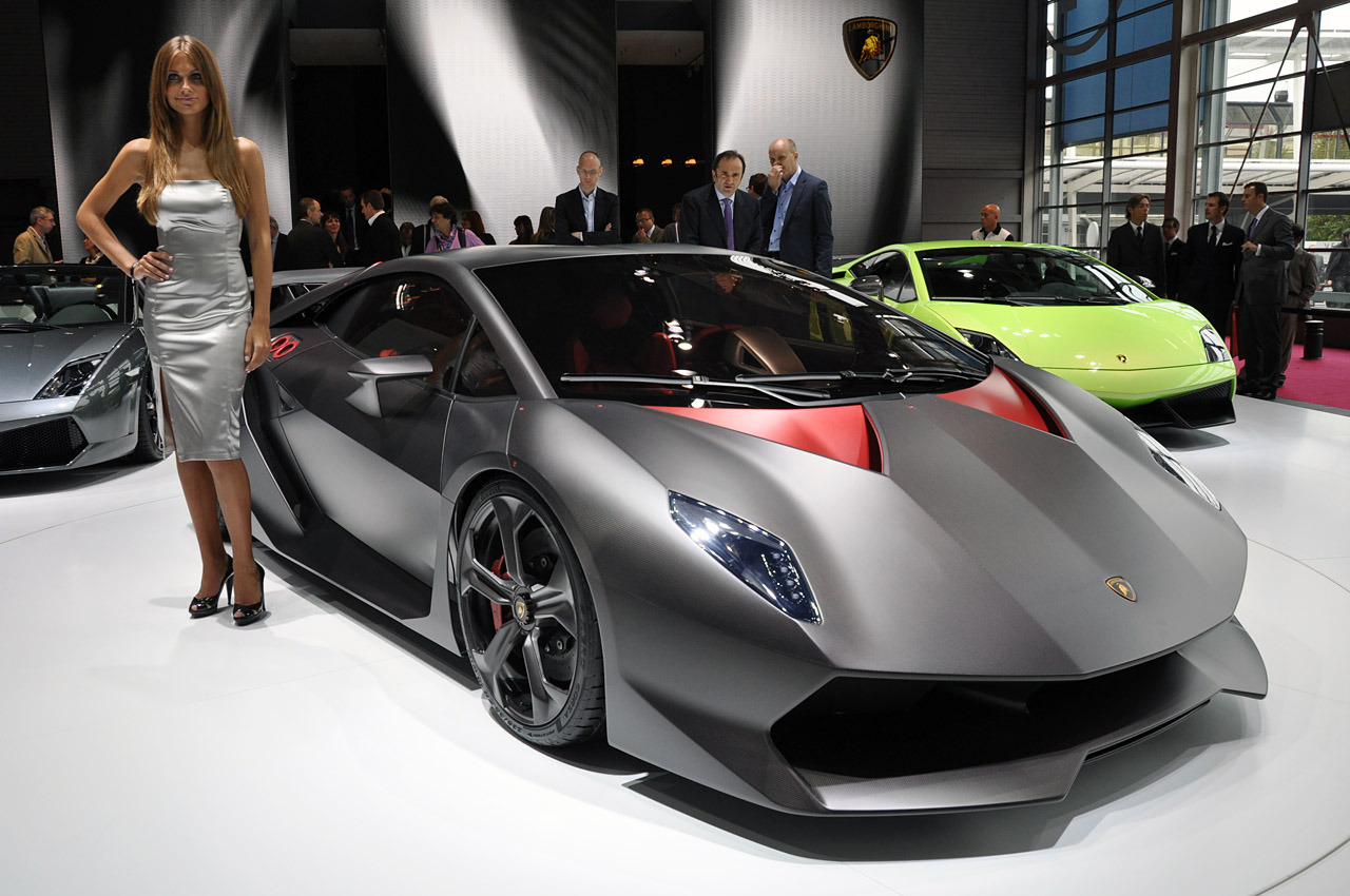 Cuz Lambos r just that sick. I present to u the   Lamborghini Sesto Elemento