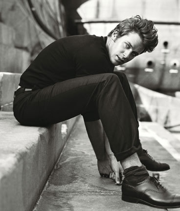 not usually into the All-American-Guy type, but Armie could get it, nom.
