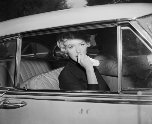 suicideblonde:  Marilyn Monroe after announcing her divorce from Joe Dimaggio in 1954