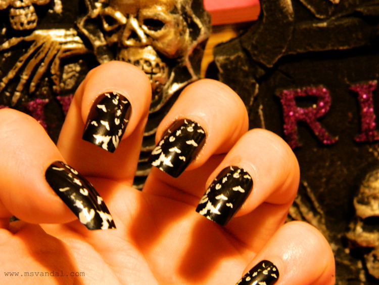 msvandal:  going to countdown Halloween with my Halloween inspired nails every week or every other week.