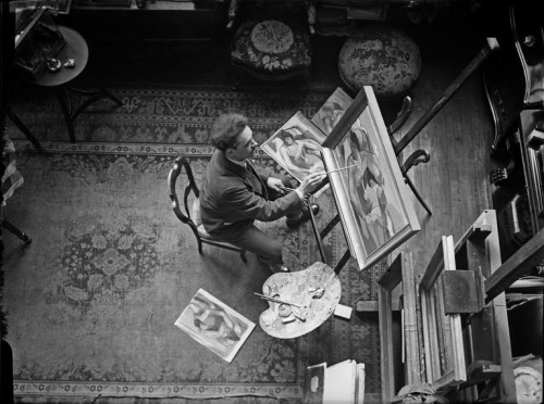 chagalov:  André Lhote at work, Paris, 1927-1928 -by André Kertész  [+] from MAP (photo)