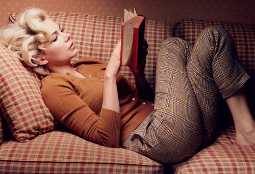 sensesremix:  Michelle Williams for Vogue US Ocotber 2011 by Annie Leibovitz Playing the sexiest icon, Marilyn Monroe.