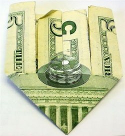 There's a hidden stack of pancakes on the $5; your argument is invalid