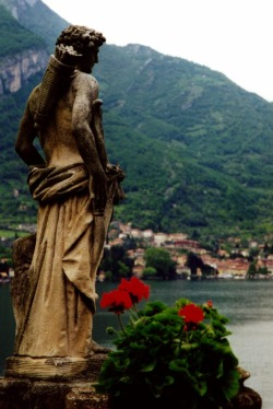 gemmaandaurelia:  Villa Del Balbianello. Lake Como.This is on my list of places to go before I die, it's simply breath taking!